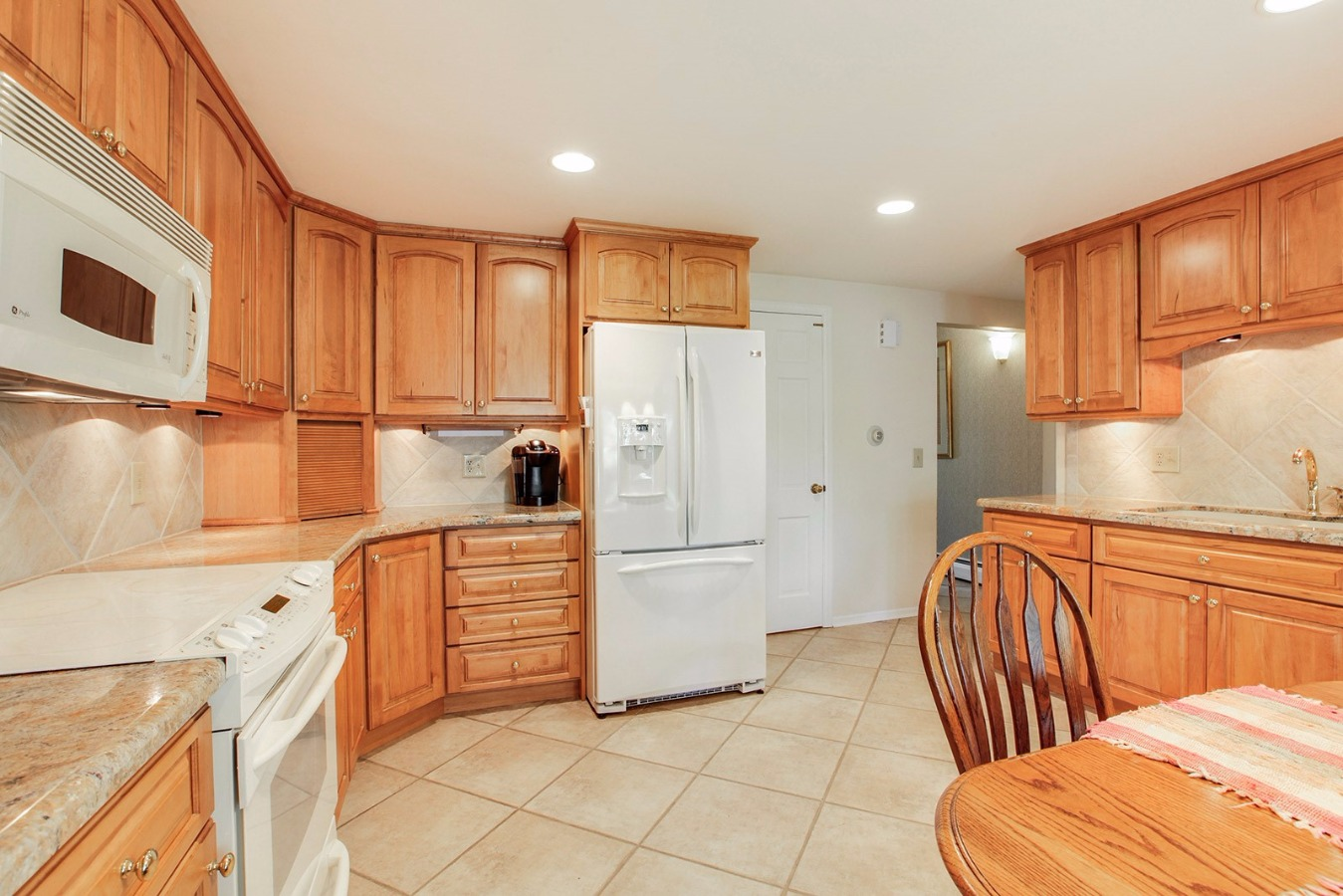Crystal center-cut maple cabinets, granite counter
