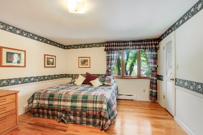Upper bedrooms all have wood floors