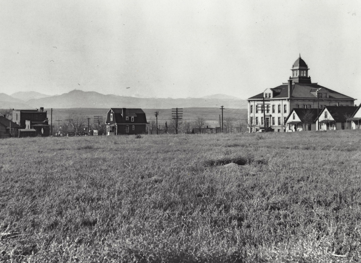 Home and courthouse in 1908