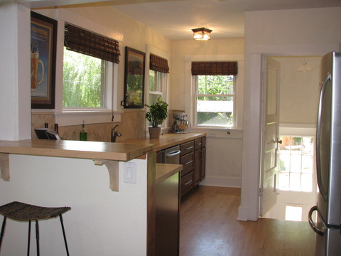 Bright Remodeled Kitchen with plenty of cabs & counter space