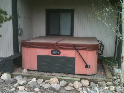 Hot Tub out back great for viewing stars and greenbelt