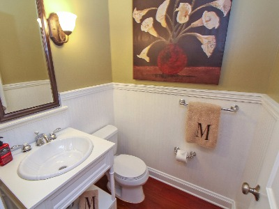 1/2 bath on mail, w beadboard wall feature