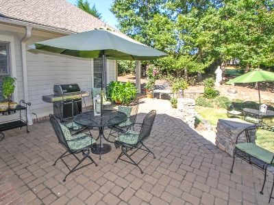 Lots of outdoor entertaining space