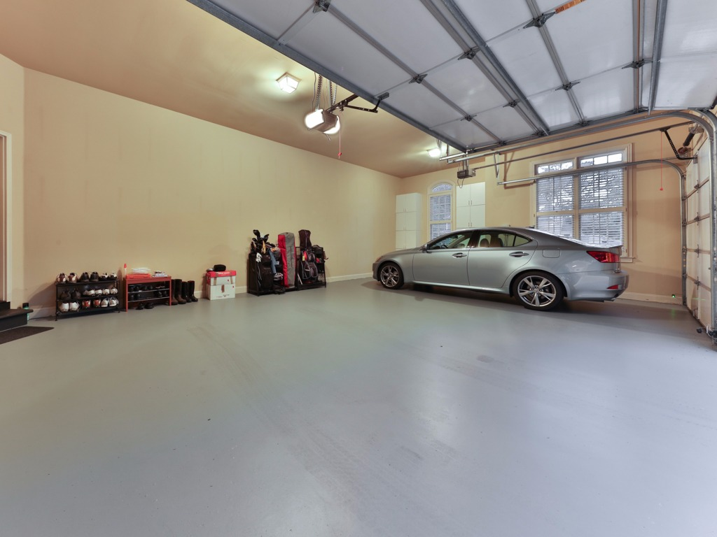 Cleanest Garage In Subdivision
