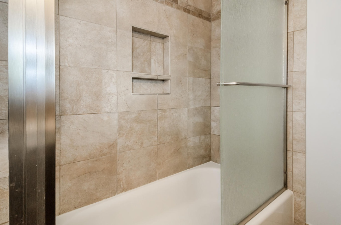 Fully Tiled Tub/Shower Combo