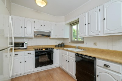 Professionally Updated Kitchen Facelift