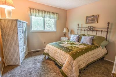 2nd upper bedroom