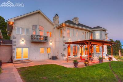 BEAUTIFUL HOME ON 5 ACRES*INDOOR POOL, SAUNA & SPA* COVERED PATIO* AMAZING MOUNT