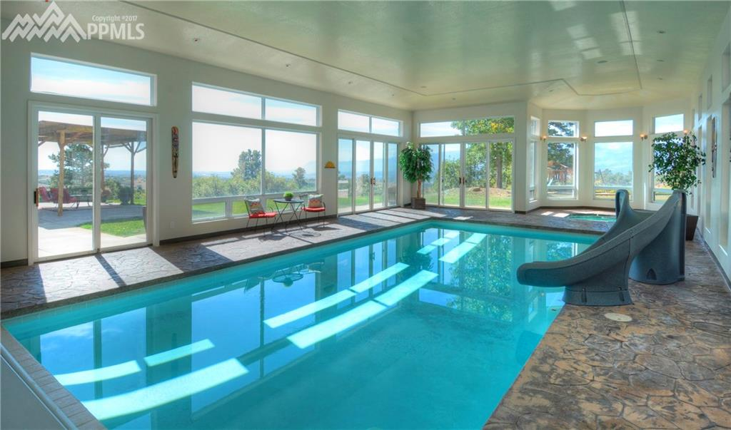 Full sized pool, large patio, spa, mountain views, lots of  windows and sunshine