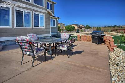 38'x22' patio is great for entertaining!