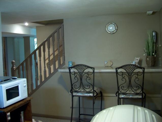 Family/Multi-Purpose Room (11x10).