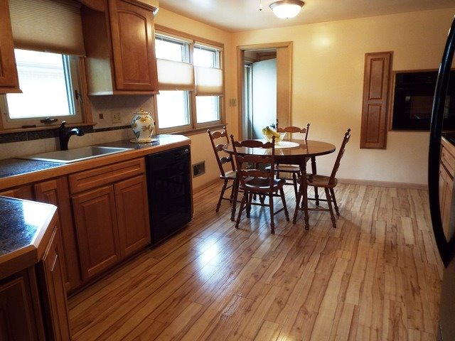 Eat-in Kitchen Maple Cabinets