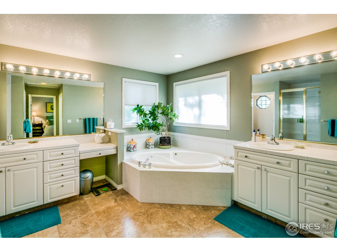 Jetted tub and dual sinks