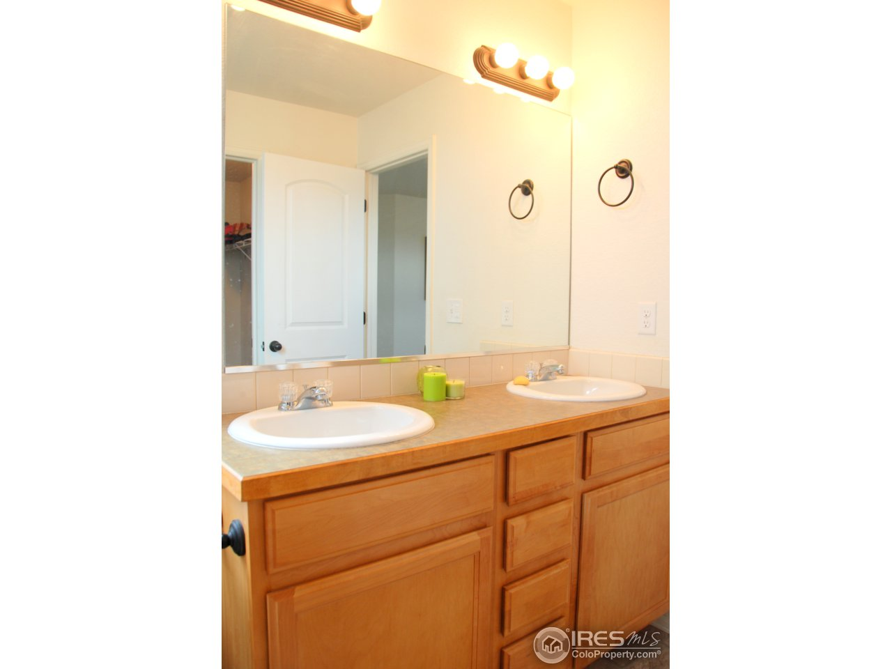 Master bath, you don't have to share your sink