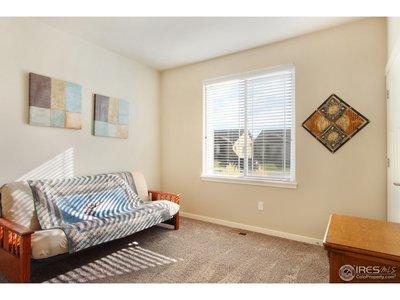 Bright 3rd bedroom/Office