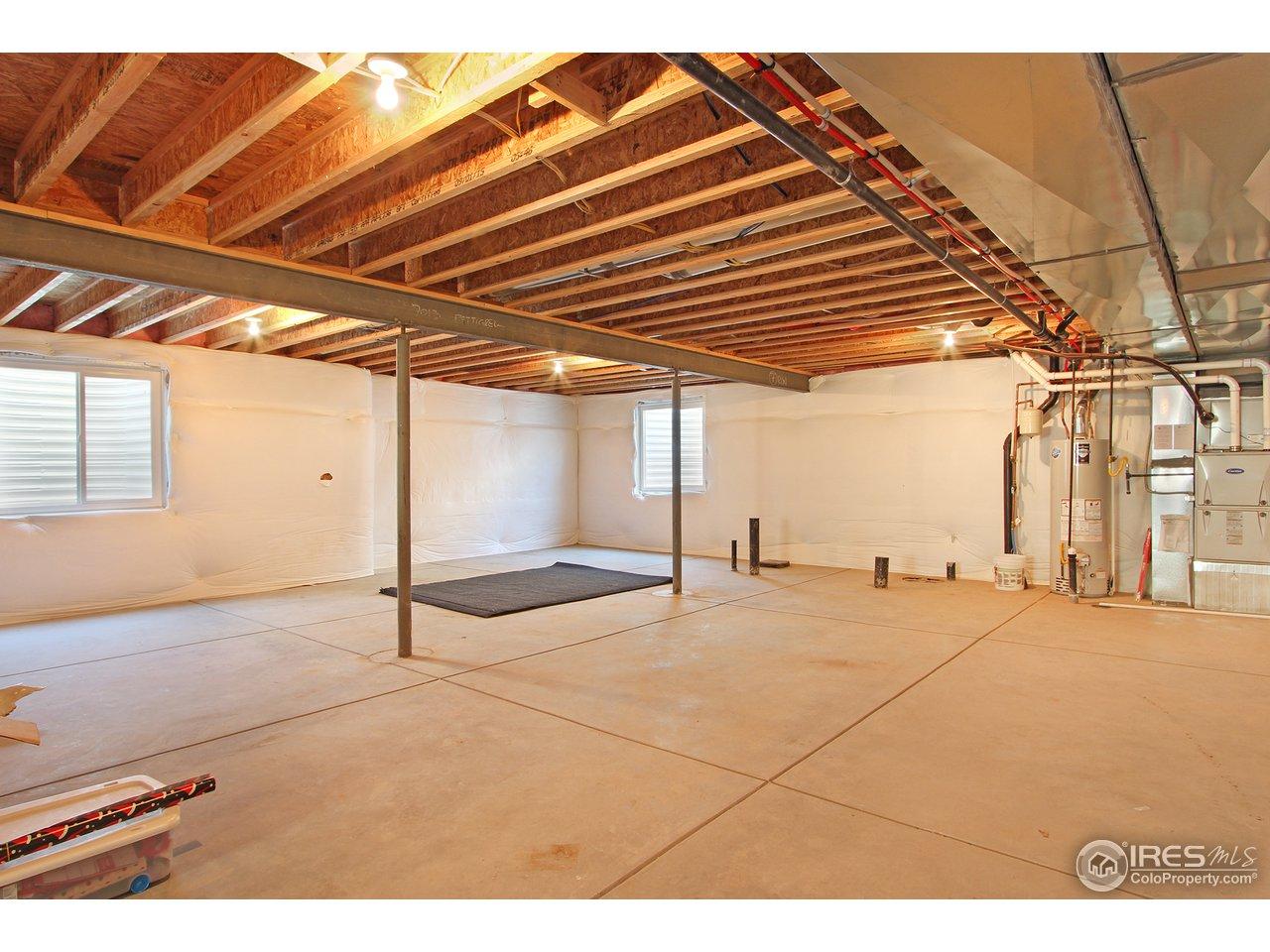 Full Unfinished basement w rough-n