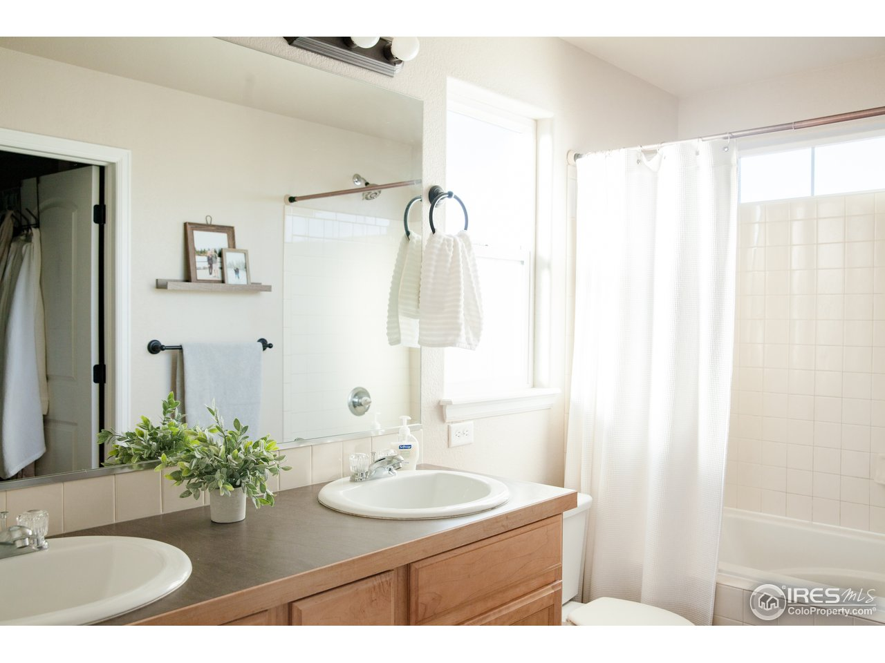 Full Master Bath with Double Sinks