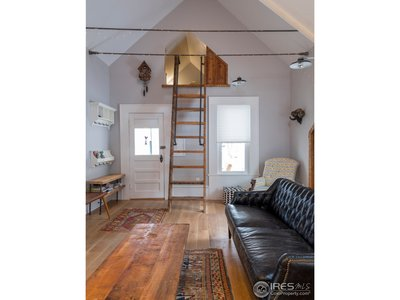 Carriage House Living-S Loft Vert
