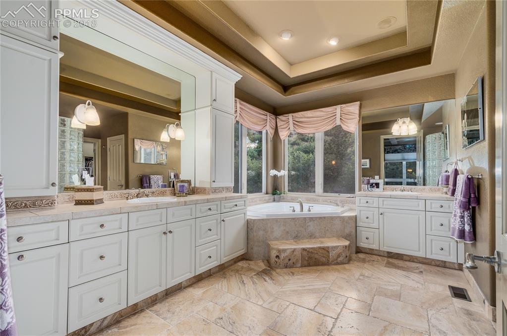 Luxurious 5-pc bath; travertine tile, HUGE closet