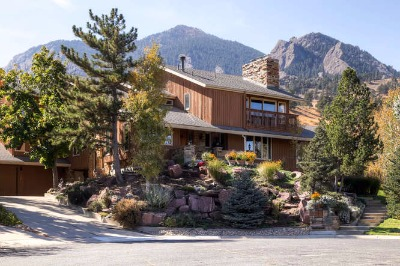 Front home view w/flatirons