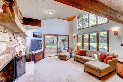 Family rm with wet bar & views