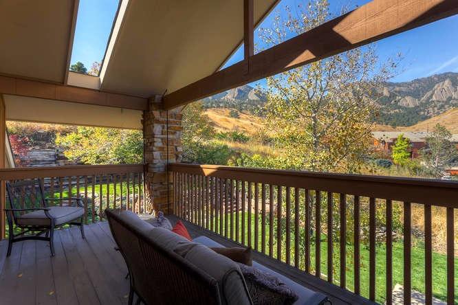 Master Ste balcony w/views