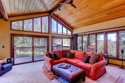 Living room w/balcony & views