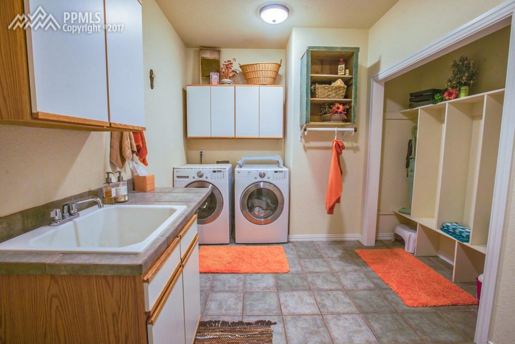 Large Laundry/Mud Room with Storage Lockers