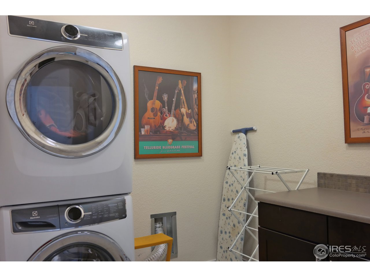 Separate Laundry w/Cabinet (Plumbed for Sink)
