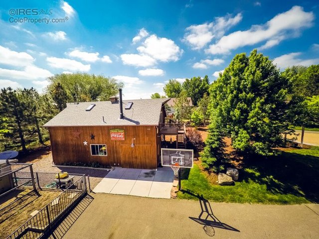 Detached 2 Story Barn