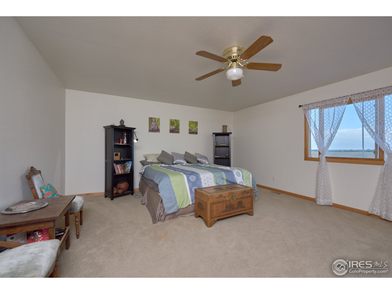 Large Master bedroom-Upper level