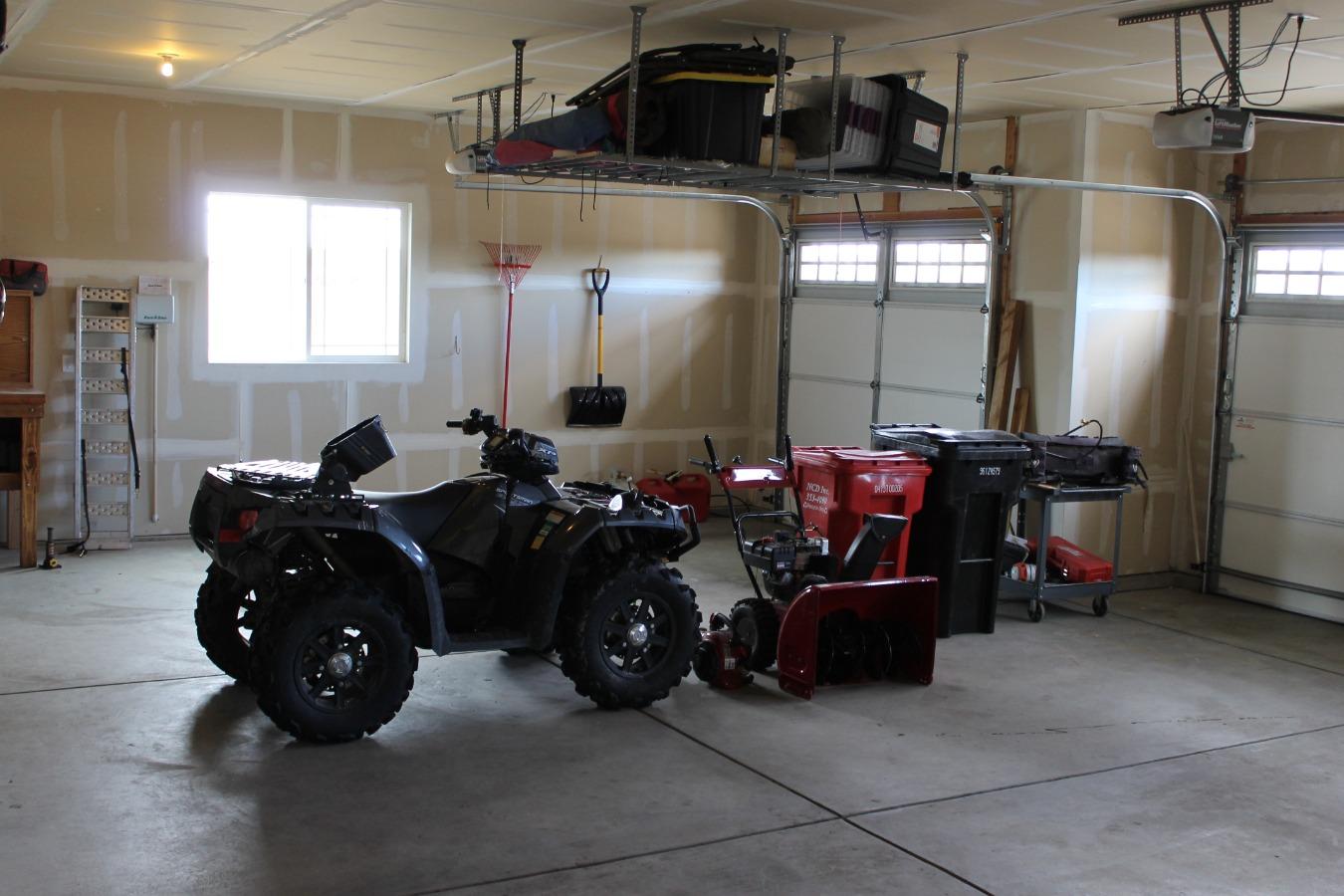 3 Car Garage 1,009 sq. ft.