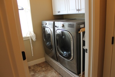 Main Flr Laundry w/ pedestal drawers W/D included