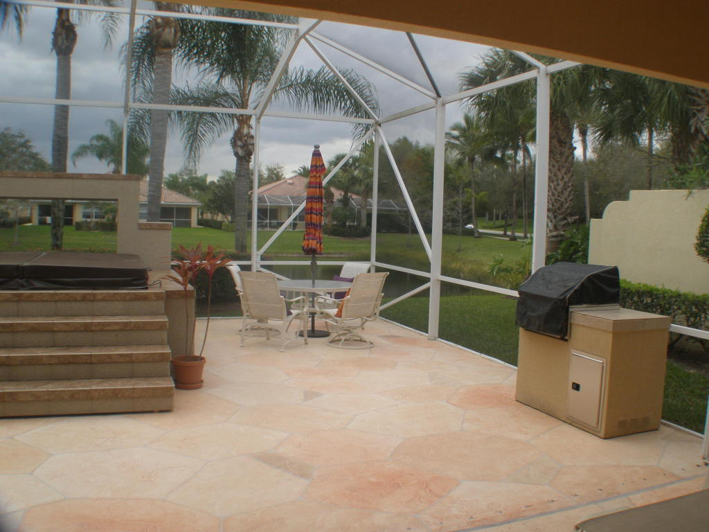 Patio Area with Grill