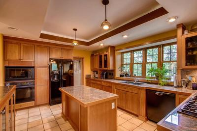 Cook's kitchen and entertainer's dream!