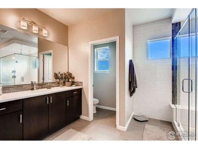 HUGE master bath w/ double sinks & double counters