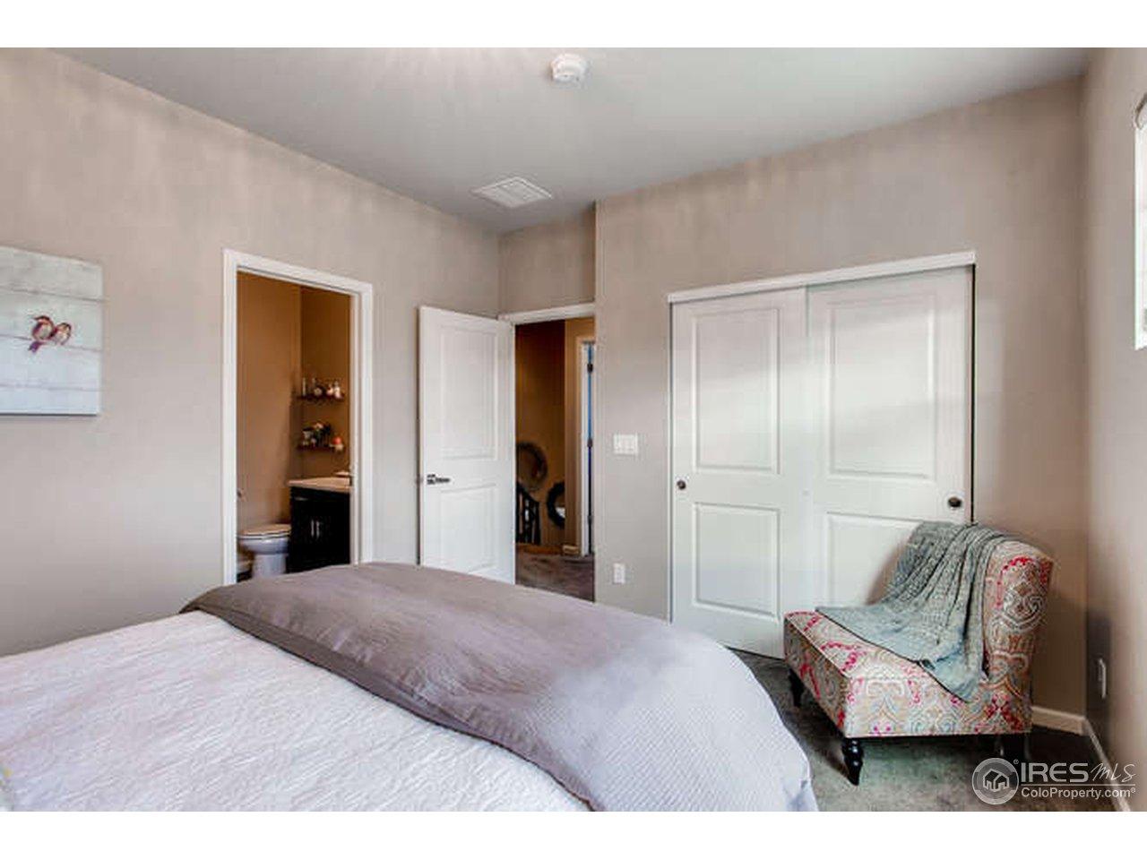 2nd bedroom w/ ensuite bathroom