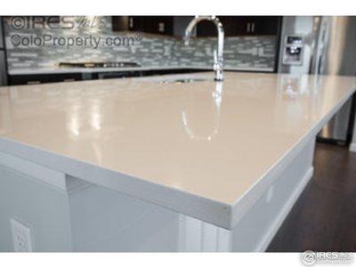 Hands free faucet w/ quartz