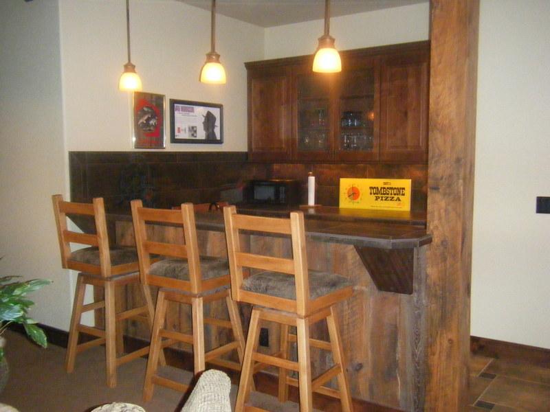 lower level entertainment bar