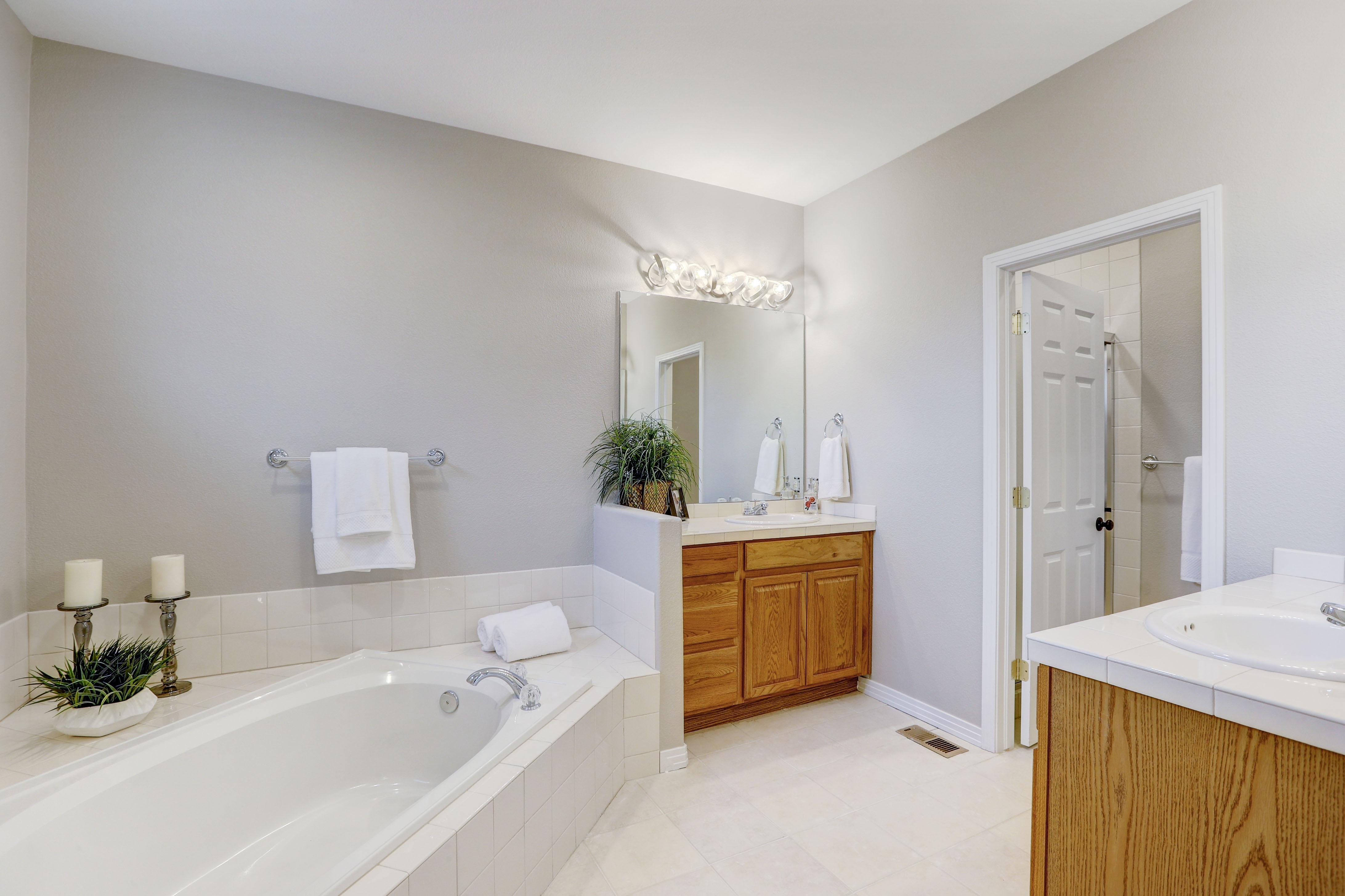 Master 5 Piece Bathroom