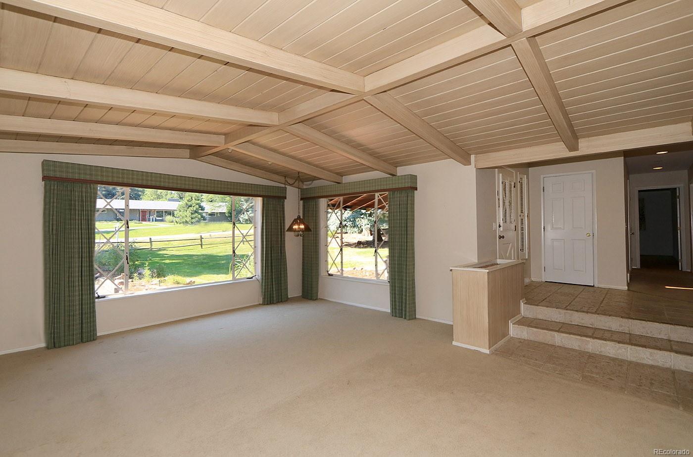 Custom Design Vaulted Ceiling Enhances Living Area