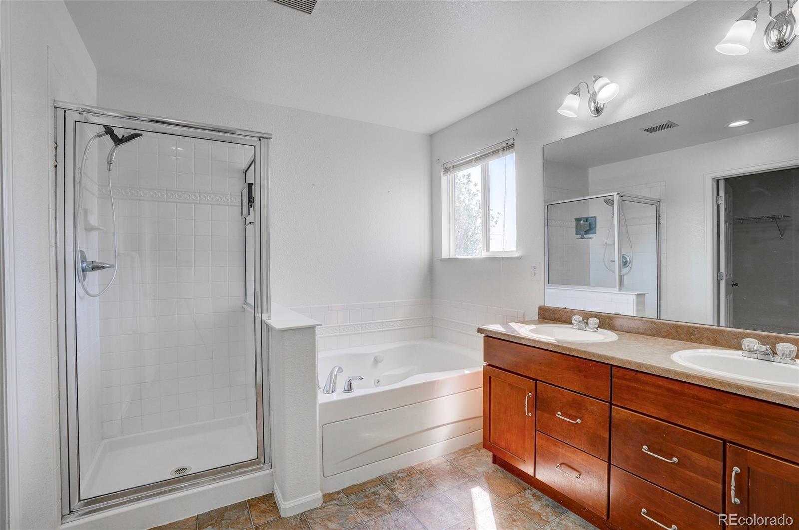 Primary Bathroom w/double sinks & soaking tub