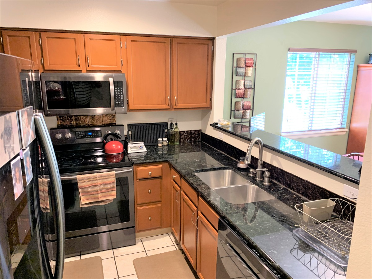Kitchen with Newer Black/Stainless Appliances