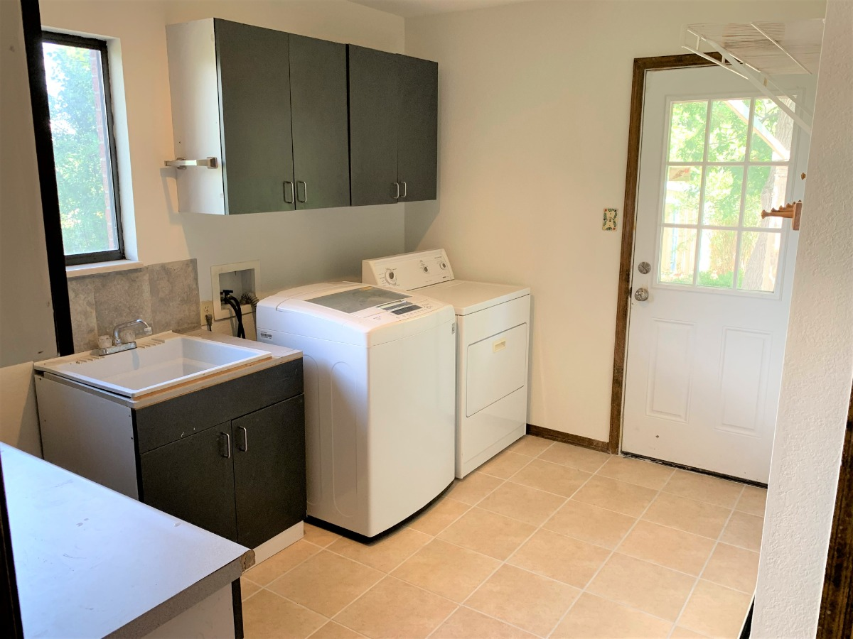 Huge Laundry Room, Utility Sink