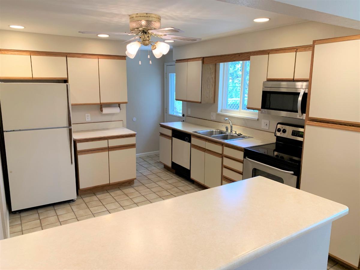 Spacious Kitchen, Plentiful Counter/Cabinet Space