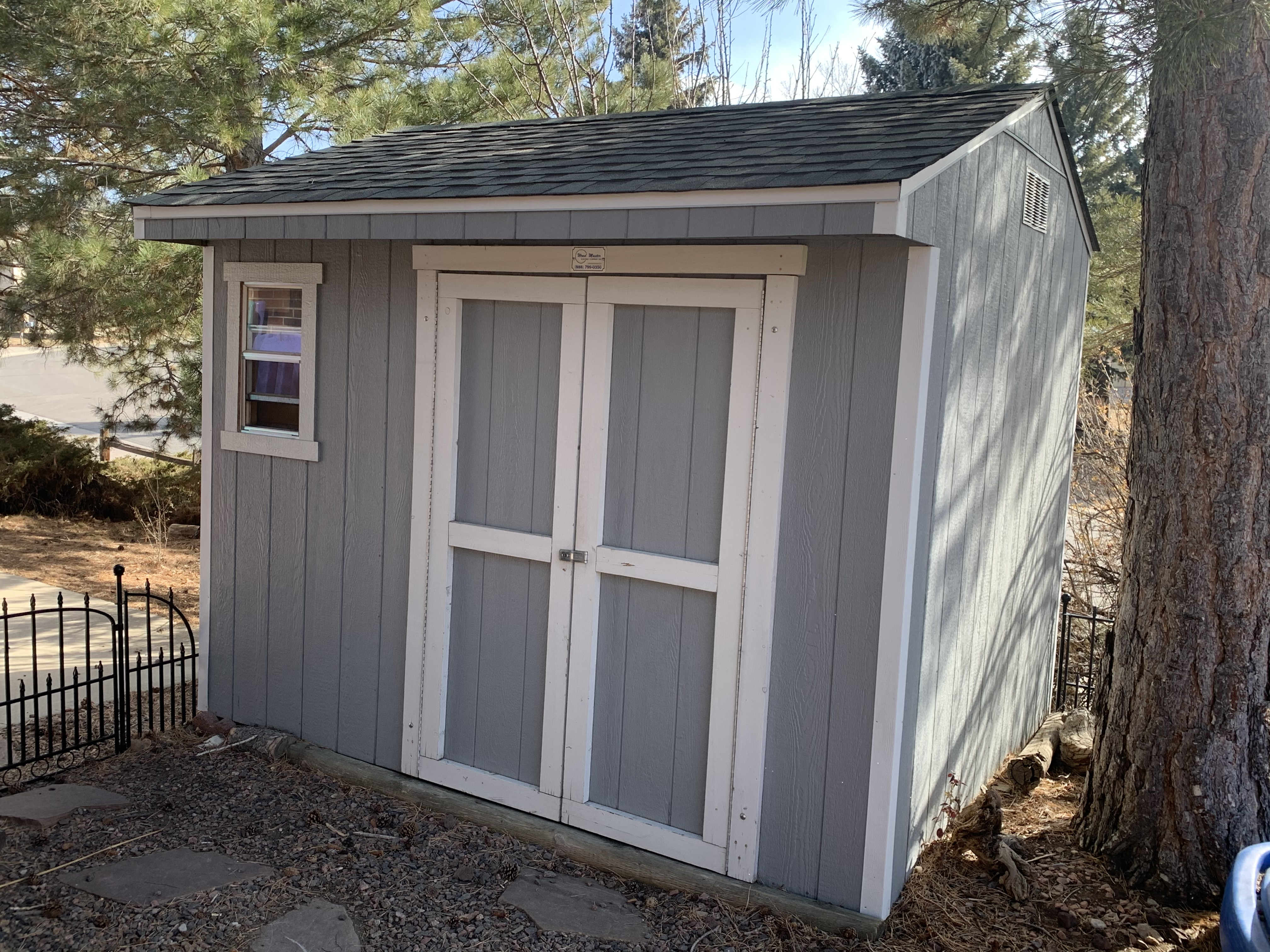 Shed in Back Yard