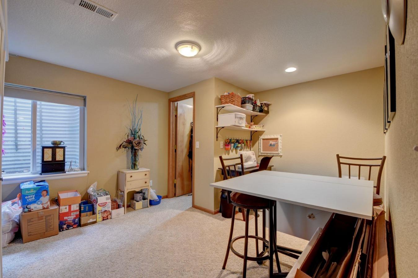 Bedroom 5 / Craft room