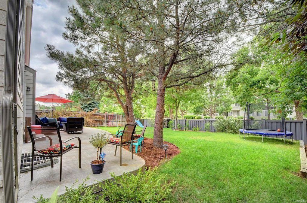 Large park like shaded backyard great for kids/pet