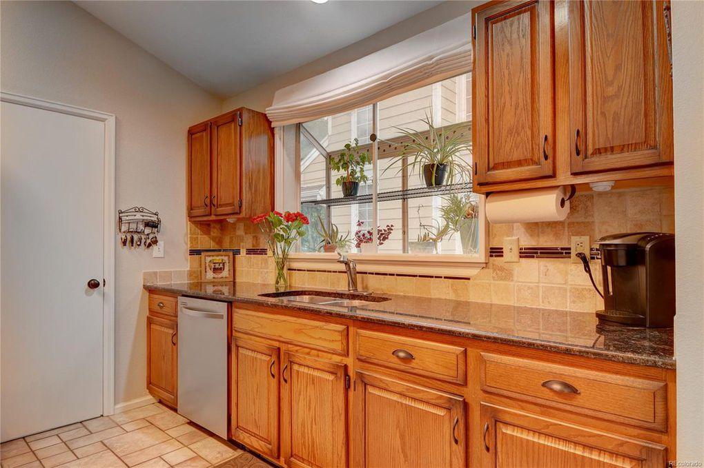 Kitchen w/Sun shelf window
