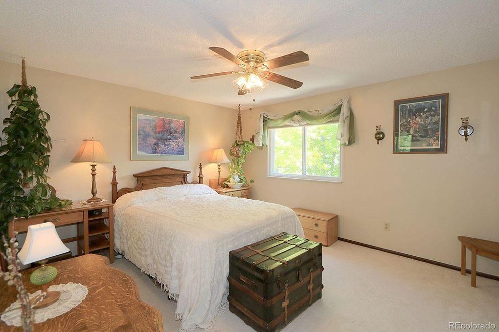 Bedroom #4, ceiling fan.